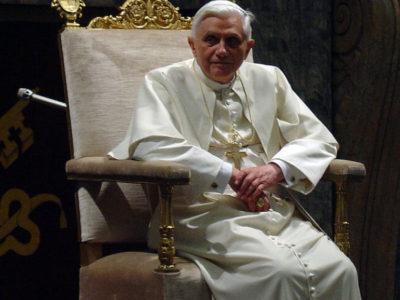 800px-Pope_Benedict_XVI_2006-01-20